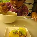 (3Y2M)為了點心很認真吃飯的寶寶