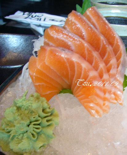 (3Y3M)中秋吃烤肉-鮭魚及海鱺(吃光)生魚片