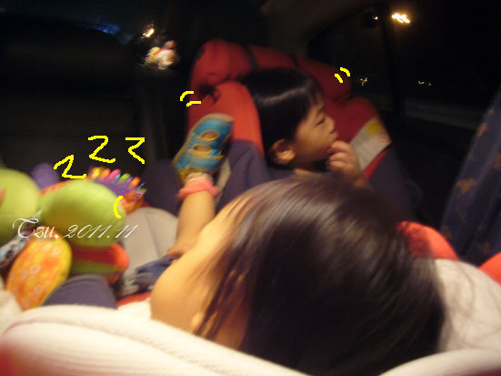 (3Y5M&1Y5M)上車後不久貝貝很快就又睡著了
