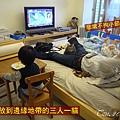 (2Y6M&6M)雲品之旅-媽媽做最後行李的整理把無用之人全打發到房間