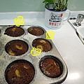 (3Y9M)寶寶作蛋糕-22熱呼呼杯子蛋糕出爐