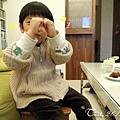 (3Y9M)寶寶作蛋糕-26學媽媽照相的兒子