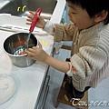 (3Y9M)作蛋糕-08-打蛋