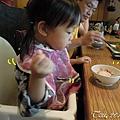 (2Y2M)07吃飯很熟練再斜的碗也能用02