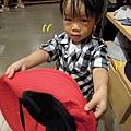 (2Y2M)03貝貝:「帽子太大了」
