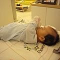 (3m)寶寶專心研究手