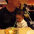 99年生日吃吃吃-和民03-幸好公子練就單手吃飯的好功夫