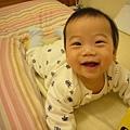 (6m)寶寶看書好棒喔!得意得很...