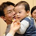 (7m)過年最在黏在把拔肩膀上的寶寶