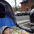 (8m)帶寶寶洽公-市政府到了!