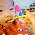 (12M)寶寶大口吃蘋果泥