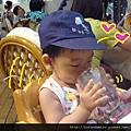 (13M)颱風假偷閒-可以喝大人水杯超高興,小心翼翼地喝著