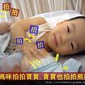 (14M)媽咪拍拍寶寶,寶寶也有樣學樣拍熊熊
