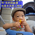 (14M)寶寶啃固齒器津津有味