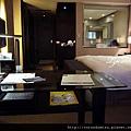 (18M)飯店房間-3從書桌往回看