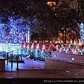 (18M)台北跨年-國泰世華大樓前有許多燈飾