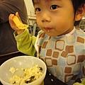 (21M)墾丁-阿利海產-寶寶吃飯-總算恢復斯文形象