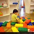 (21M)YOHO-遊戲室-積木分完進行下一個大工程