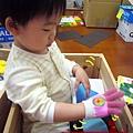 (22M)寶寶戴手套初體驗2-試著搞清楚這是啥玩意兒