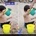 (23m)墾丁.夏都-沙灘玩水-把拔幫忙裝水01