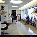(23M)看牙醫-設施01-一進門就看到明亮的候診區
