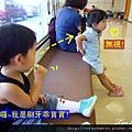 (23M)看牙醫-寶寶刷牙-邊刷邊偷看小姐姐