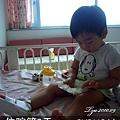 (2Y2M)9/01D3-床上吃麵包