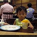 鼎泰豐-陪爸媽吃飯的寶寶01