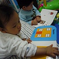 (2Y9M&9M)寶寶貝貝一起看書