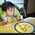 (2Y2M)吃三明治還翹蓮花指