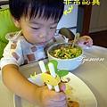 (2Y3M)寶寶用筷子-非常認真