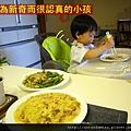 (2Y3M)寶寶用筷子-因為新奇所以很認真