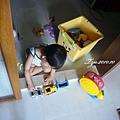(2Y3M)青菜撥雲見日-在廚房門口等媽咪煮飯