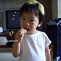 (2Y3M)寶寶吃柚子02