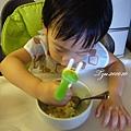 (2Y3M)寶寶用筷子-繼續認真用筷子