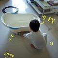 (2Y4M)演戲狂03-拿紙棒塞到浴缸下面