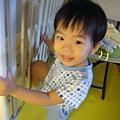 (2Y4M)寶寶努力想爬上床02