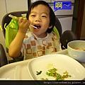 (2Y4M)筷子逐漸熟練02-大口吃