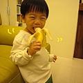 (2Y5M)像小猴子吃香蕉01