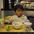 (2Y5M)吃飯-裝大爺樣