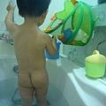 (2Y5M)洗澡-要洗20分鐘