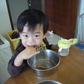 (2Y5M)和媽咪吃最愛的吐司棒