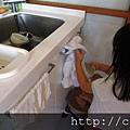 貝貝洗碗三連拍.jpg