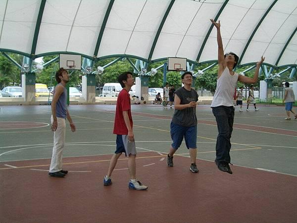 奧義炸裂!!!自由女神式上籃法!