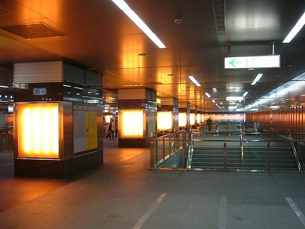 橘線-美麗島站