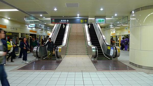 民權西路站