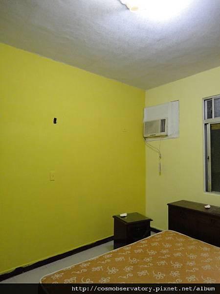 黃色系的主臥房