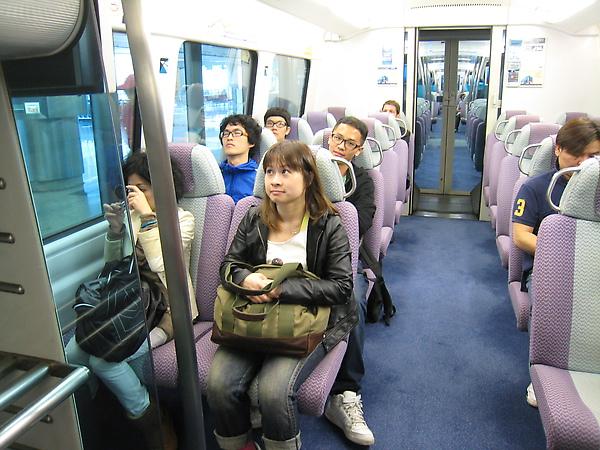 搭高速電車前往香港