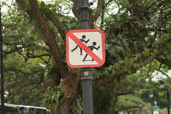 禁止在滑板,溜冰鞋上使用爆橘拳
