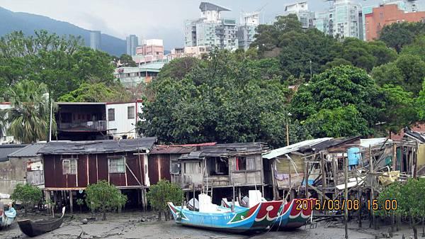 10403008022淡水捷運站前的河景.JPG